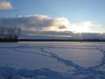 钓鱼亲切的河伏尔加河冬天 免版税库存照片