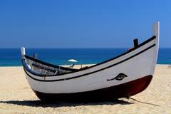 钓鱼典型的木头的小船 免版税图库摄影