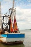 钓鱼内陆被停泊的拖网渔船 免版税图库摄影