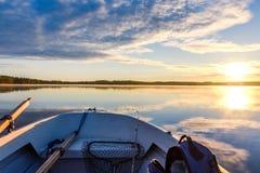 钓鱼和日出从小船 免版税库存图片
