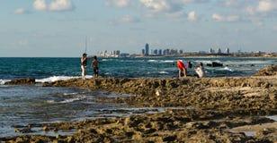 钓鱼在一个美丽的海洋码头 免版税库存图片