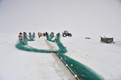 钓鱼在一个冻湖 库存图片
