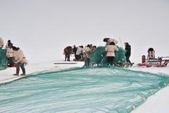 钓鱼在一个冻湖 免版税库存照片
