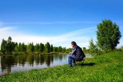 钓鱼在伏尔加河运河 免版税库存图片