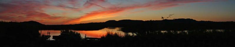 钓鱼在全景的日落- 免版税库存图片