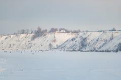 钓鱼在冰的全部人在冬天 库存照片