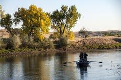 钓鱼在北普拉特河怀俄明的鳟鱼德比 图库摄影