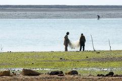 钓鱼在印度斯三角洲的渔夫 库存照片