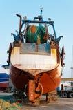 钓鱼在地产的拖网渔船 图库摄影