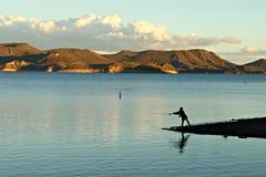 钓鱼在宜人的湖 库存图片