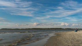 钓鱼在愚蠢海滩 免版税库存照片