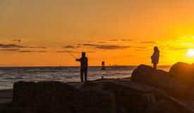 钓鱼在日出 图库摄影