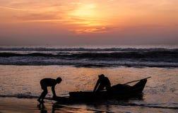 钓鱼在日出 库存照片
