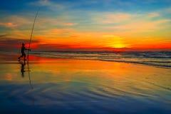 钓鱼在日落 库存图片