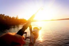 钓鱼在日落 图库摄影