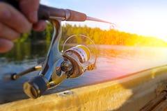 钓鱼在日落