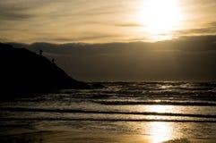 钓鱼在日落 免版税库存图片