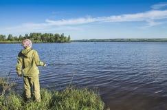 钓鱼在河岸4 免版税库存图片