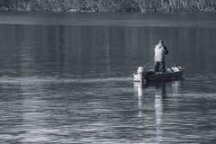钓鱼在河 免版税库存图片