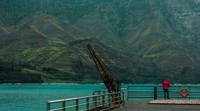 钓鱼在海峭壁 免版税图库摄影