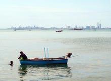 钓鱼在海运 图库摄影