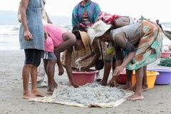 钓鱼在海,马达加斯加的当地马达加斯加人的渔夫 库存照片