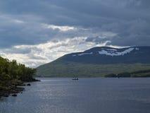 钓鱼在湖 免版税图库摄影