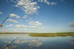 钓鱼在湖 免版税库存图片