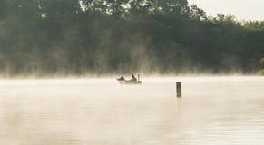 钓鱼在神秘的詹姆斯河 免版税图库摄影