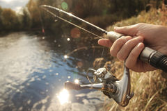钓鱼在秋天河 免版税图库摄影