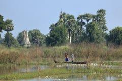 钓鱼在缅甸的河Irrawaddy 免版税库存照片