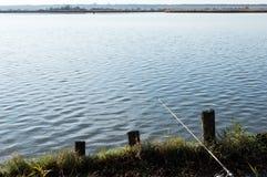 钓鱼在自然保护的湖 免版税库存照片