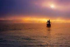 钓鱼在薄雾 免版税库存图片