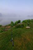 钓鱼在雾 库存图片
