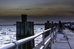 钓鱼在巴拿马城海滩小游艇船坞的黄昏在巴拿马城B 库存照片