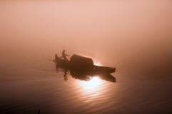 钓鱼在黎明 库存图片