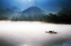 钓鱼在黎明 图库摄影