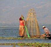 钓鱼在Inle湖 库存照片