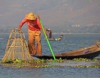 钓鱼在Inle湖 免版税图库摄影