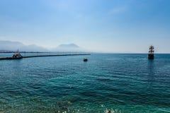 钓鱼地中海净海运金枪鱼的偏差 阿拉尼亚传统娱乐手段  库存图片