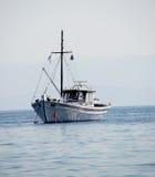 钓鱼希腊传统的小船 库存照片