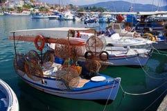 钓鱼希腊小传统的小船 库存图片