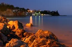 钓鱼希腊村庄的黄昏 免版税库存照片
