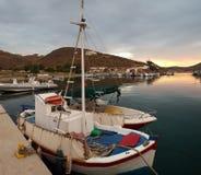 钓鱼希腊的小船 免版税库存照片