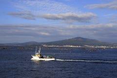 钓鱼有苏醒的船 库存图片
