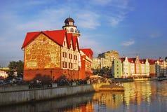 钓鱼村庄建筑学复合体在加里宁格勒晚上 库存图片