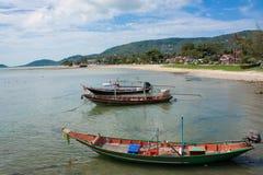 钓鱼泰国小船在海 免版税库存照片