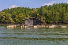 钓鱼浮动的村庄 免版税库存照片