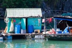 钓鱼浮动的村庄 免版税图库摄影