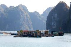 钓鱼浮动的村庄 免版税库存图片